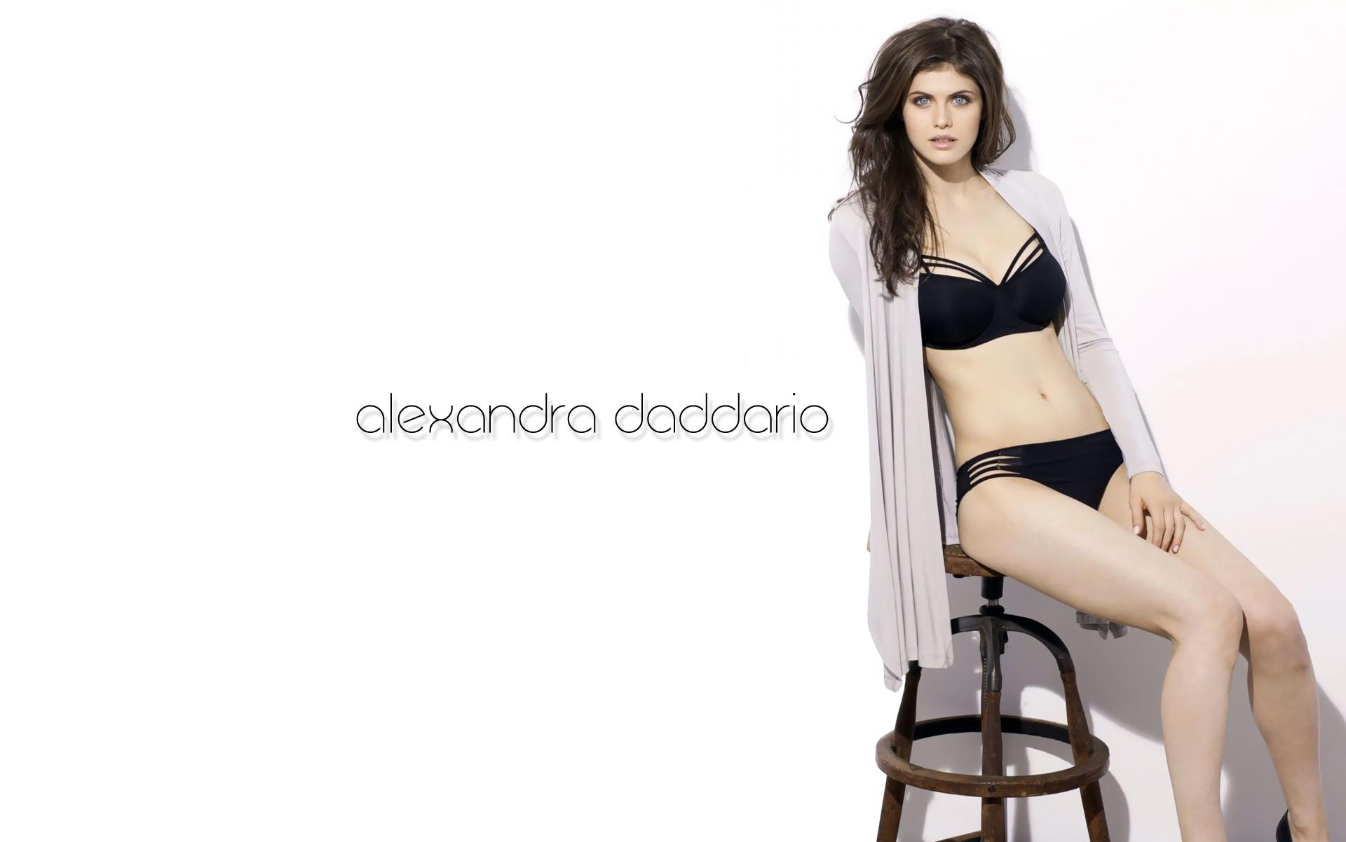 Alexandra Daddario Hot Wallpapers X