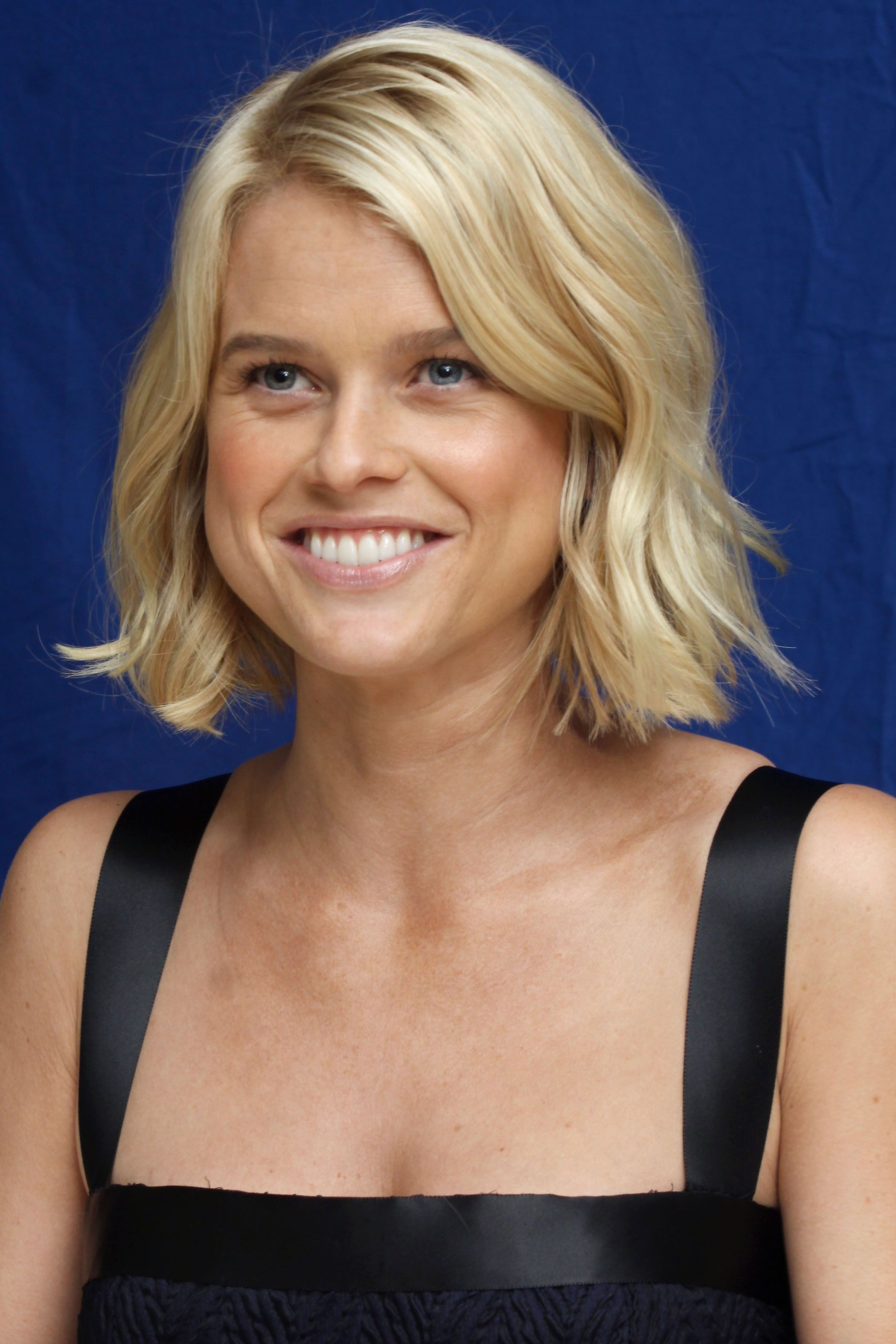 Alice Eve hot photos - HIGH RESOLUTION PICTURES