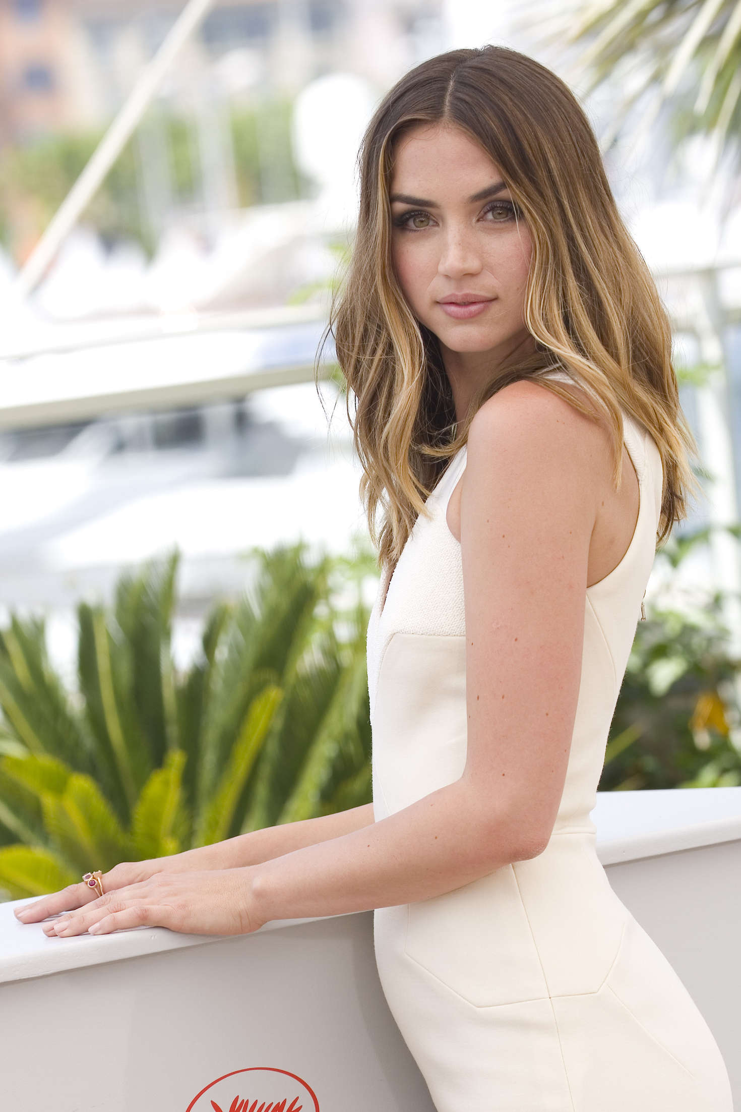Ana de armas hands of stone 2016 - 1 part 2