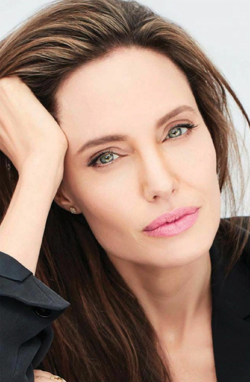 Angelina Jolie photo gallery - high quality pics of ...