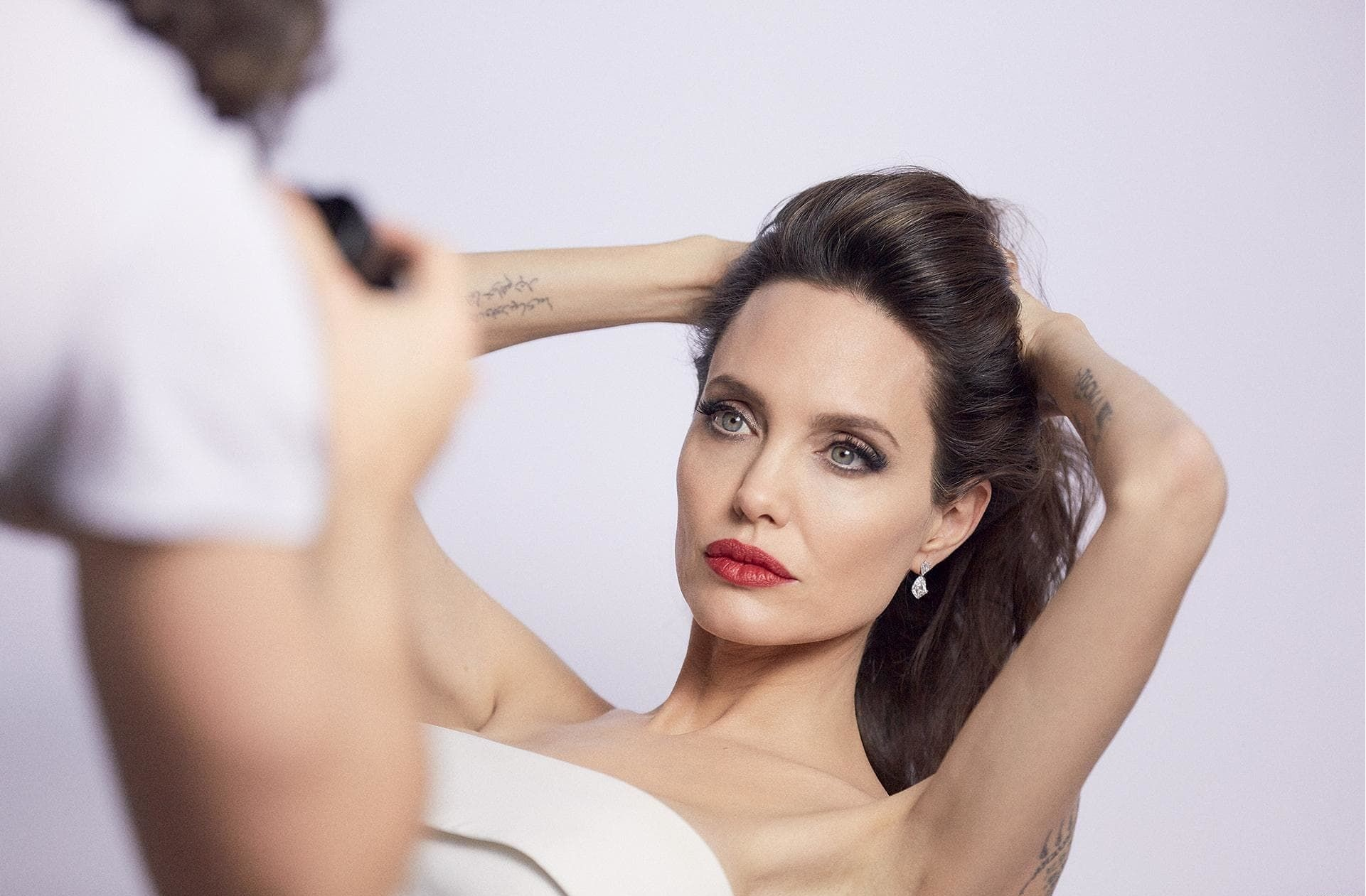 angelina jolie history Celebrity trivia 14 twisted angelina jolie stories that prove there's more to her than meets every a-list actress has her own fascinating history and for mega-celebrity angelina jolie, that.