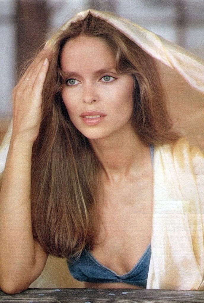 Vote >> Barbara Bach photo 35 of 47 pics, wallpaper - photo #379285 - ThePlace2