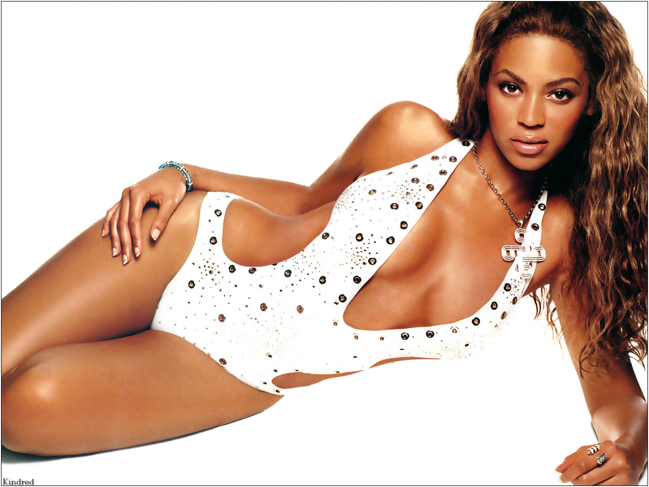 Kindred_SDC2003_478_Beyonce_Knowles.jpg