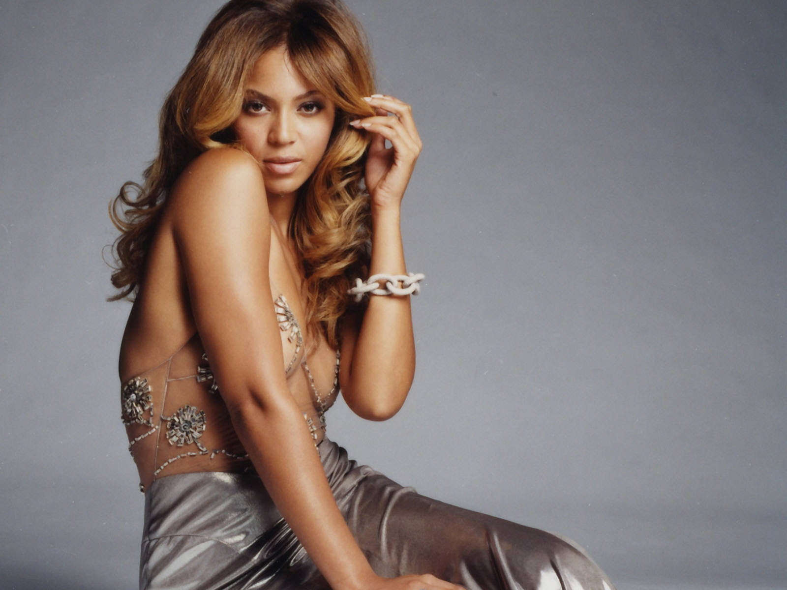 https://www.theplace2.ru/archive/beyonce_knowles/img/beyonce_knowles_sexy_wallpaper_06.jpg