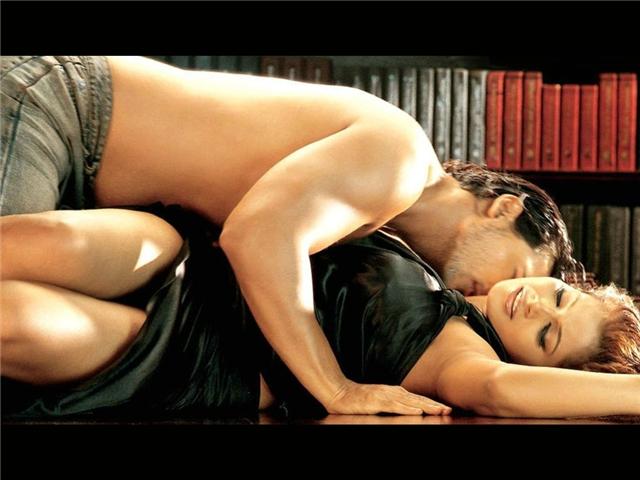 Download Bipasha Basu Full Nude Hot Images Wallpaper
