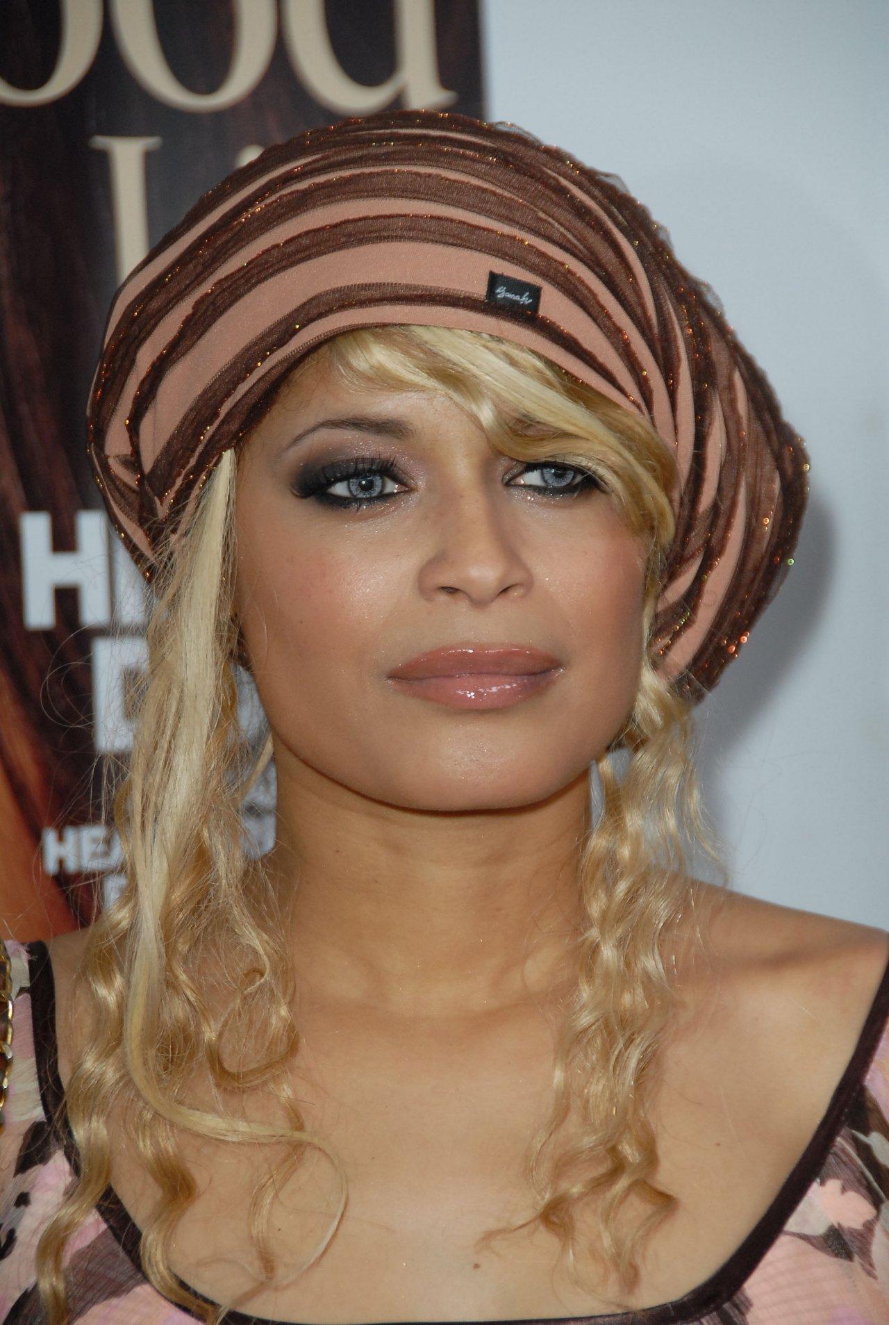 cantrall dating 1 blu cantrell the singer blu cantell, famous for her single 'breathe', that her and hova were together, and in love 2 aaliyah at one point jay z and aaliyah dated.