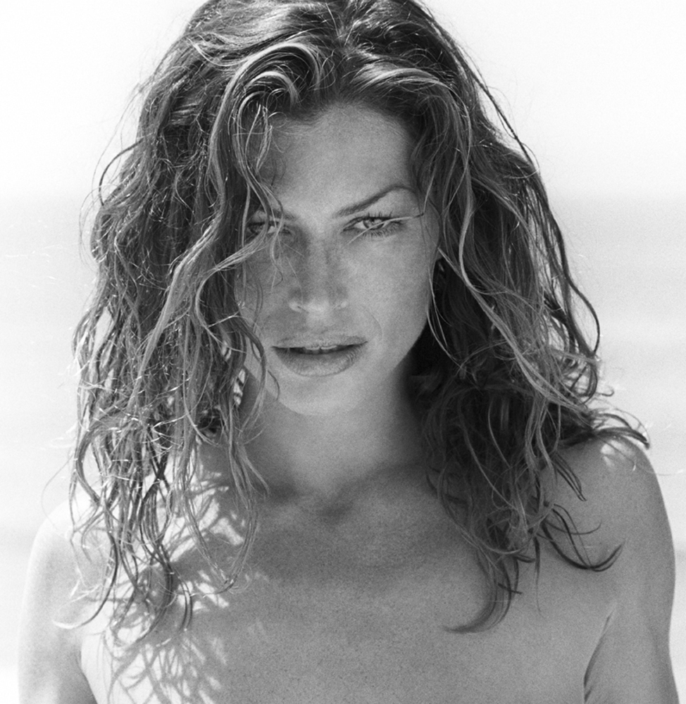 Carre Otis photo 163 o...