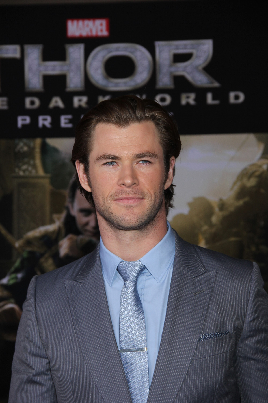 Chris Hemsworth dating 2014