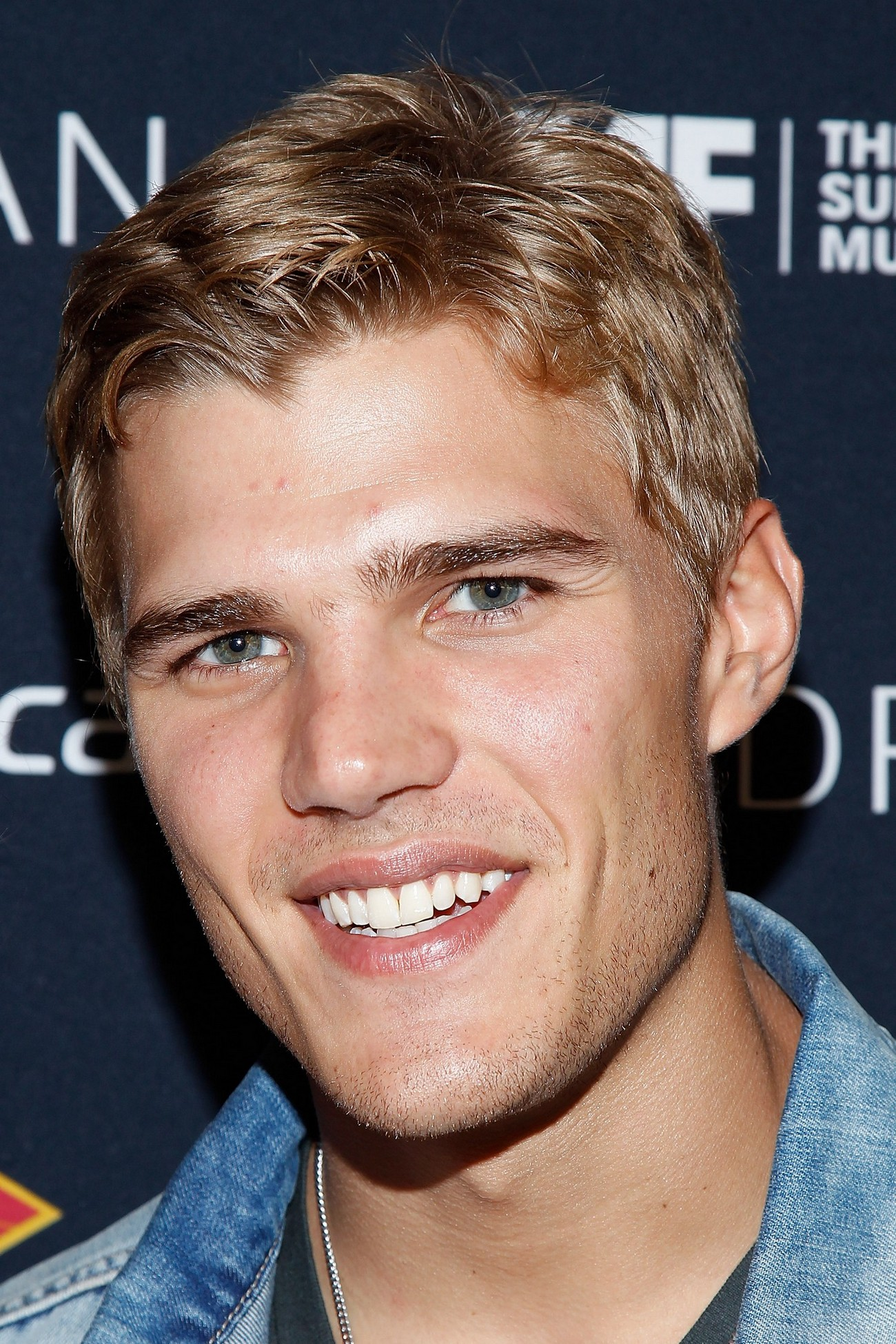 Chris Zylka photo 7 of 8 pics, wallpaper - photo #493003 ... Paris Hilton