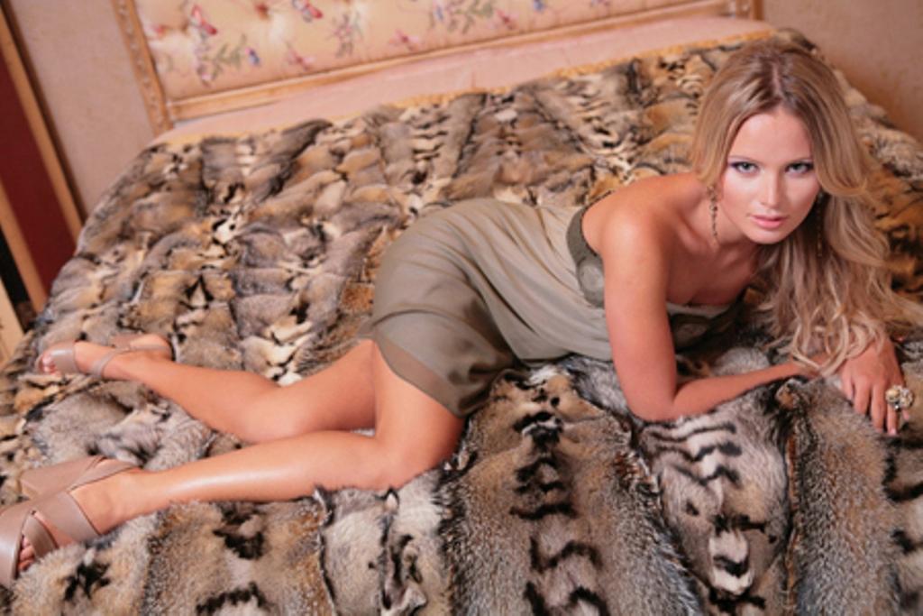 Дана Борисова показывает новую силиконовую грудь ФОТО