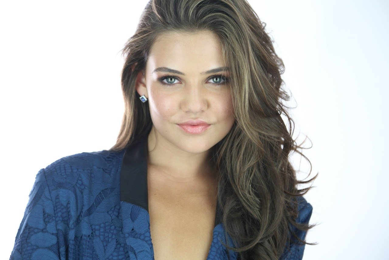 danielle campbell photo 103 of 322 pics wallpaper photo. Black Bedroom Furniture Sets. Home Design Ideas