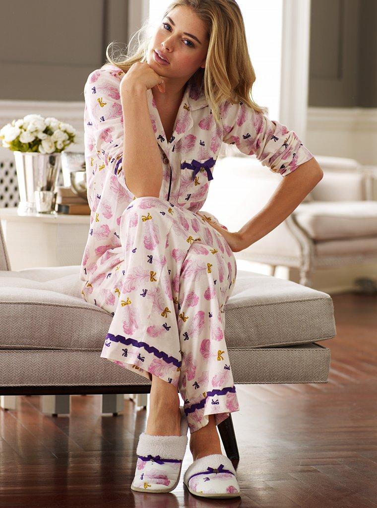фото девушка в ночной пижаме