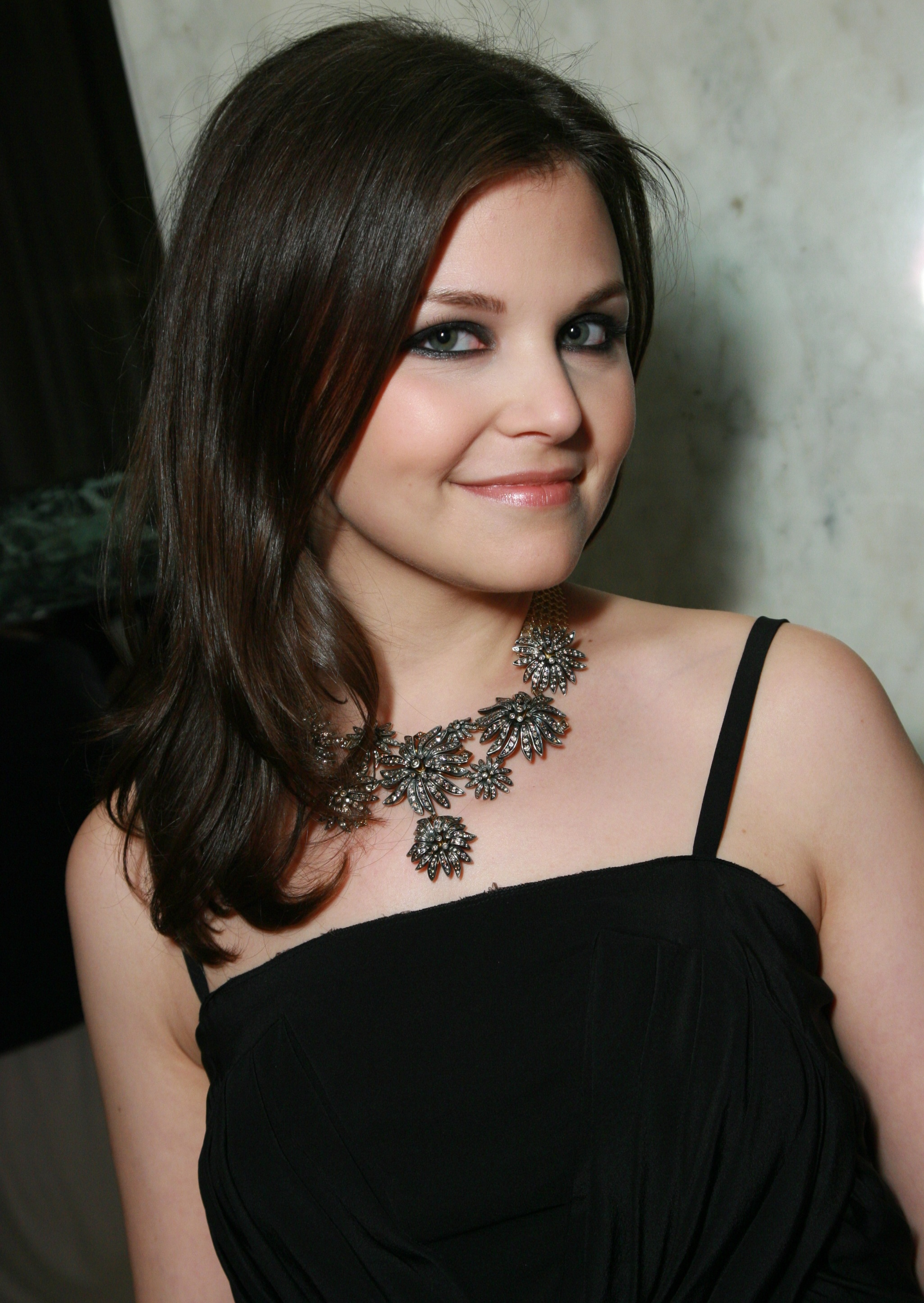 Ginnifer Goodwin photo... Anna Kendrick Twitter
