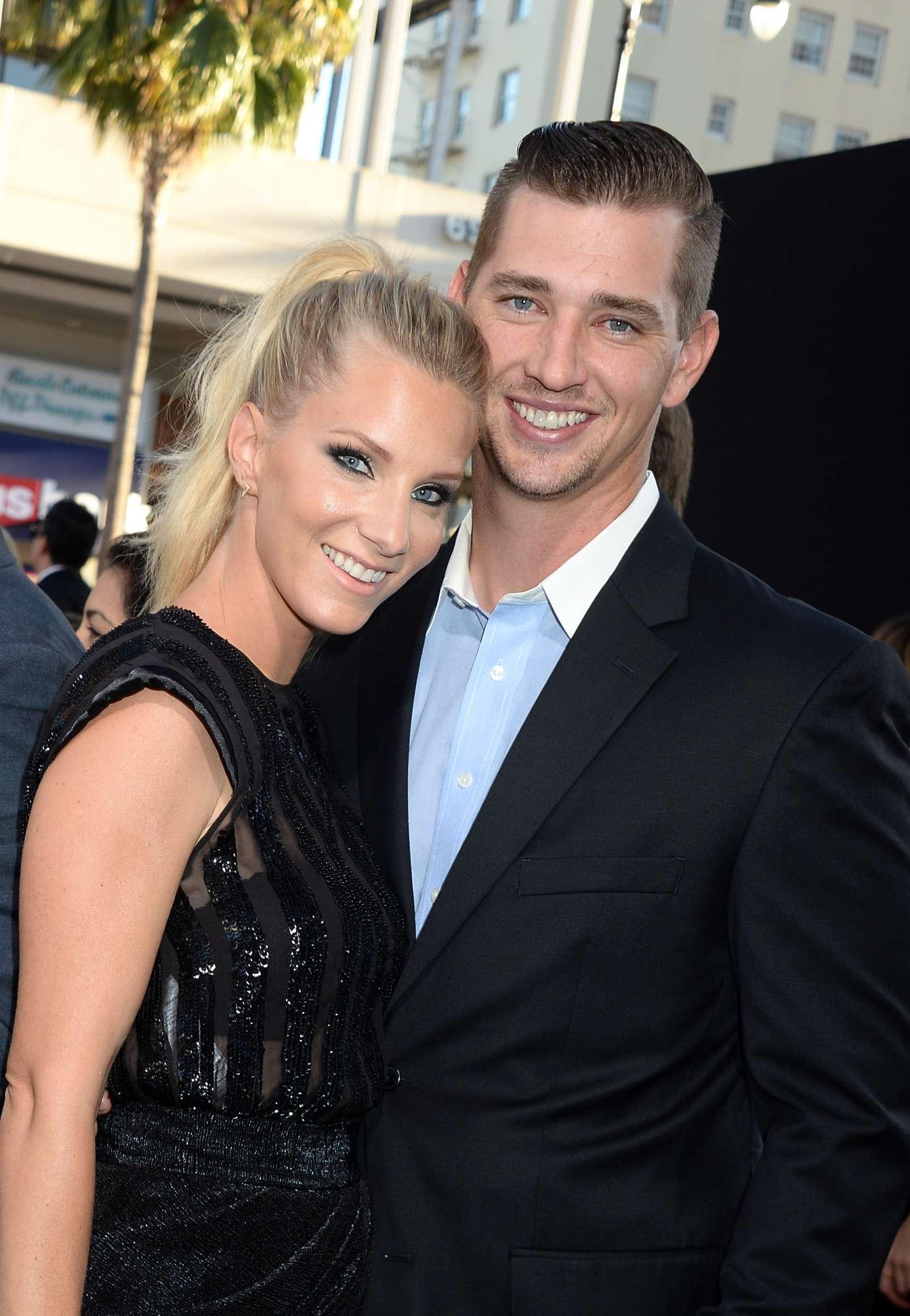 Wie is dating Heather Morris
