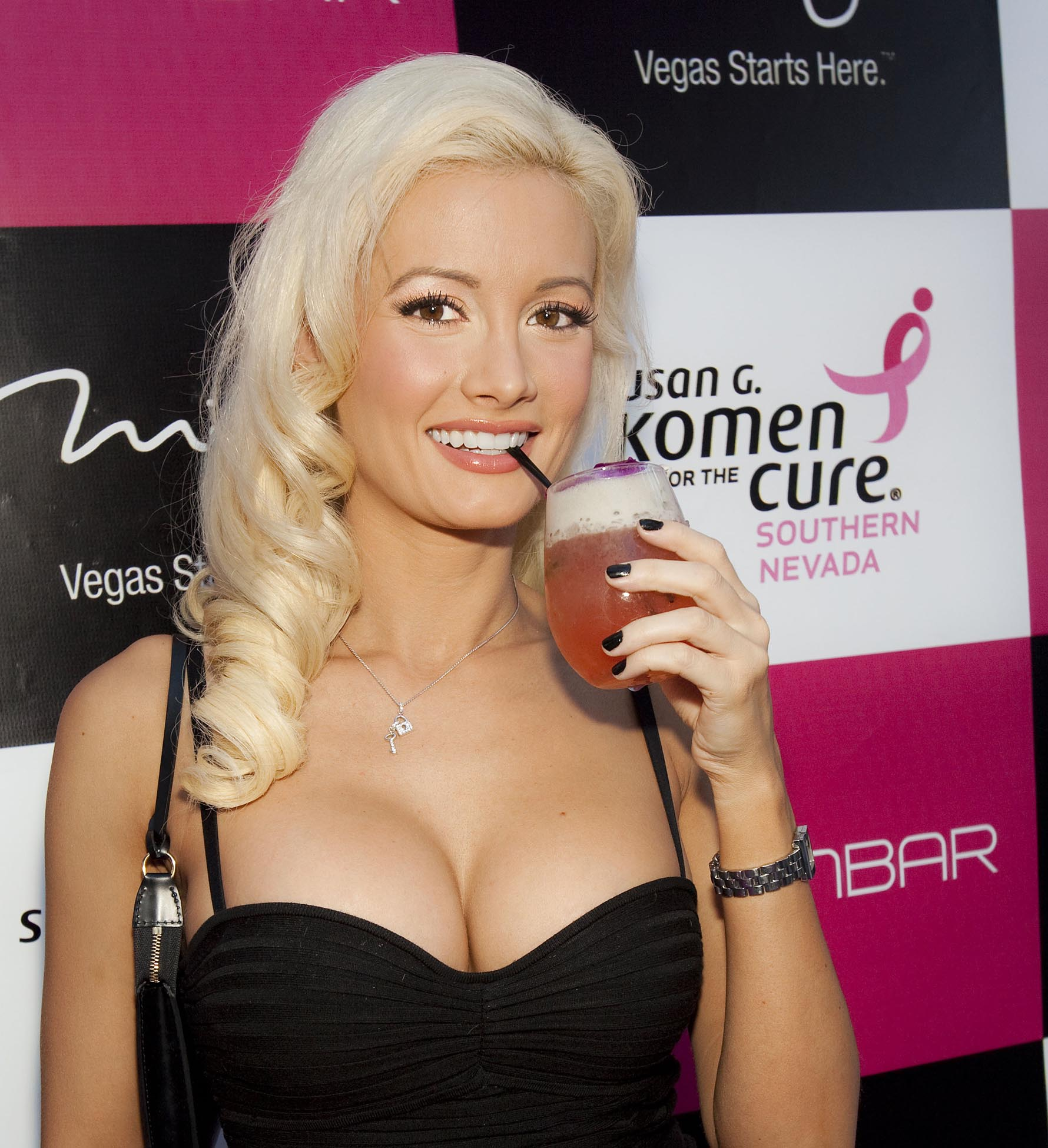 Holly Madison Photo 43 Of 390 Pics Wallpaper Photo 173330 Theplace2