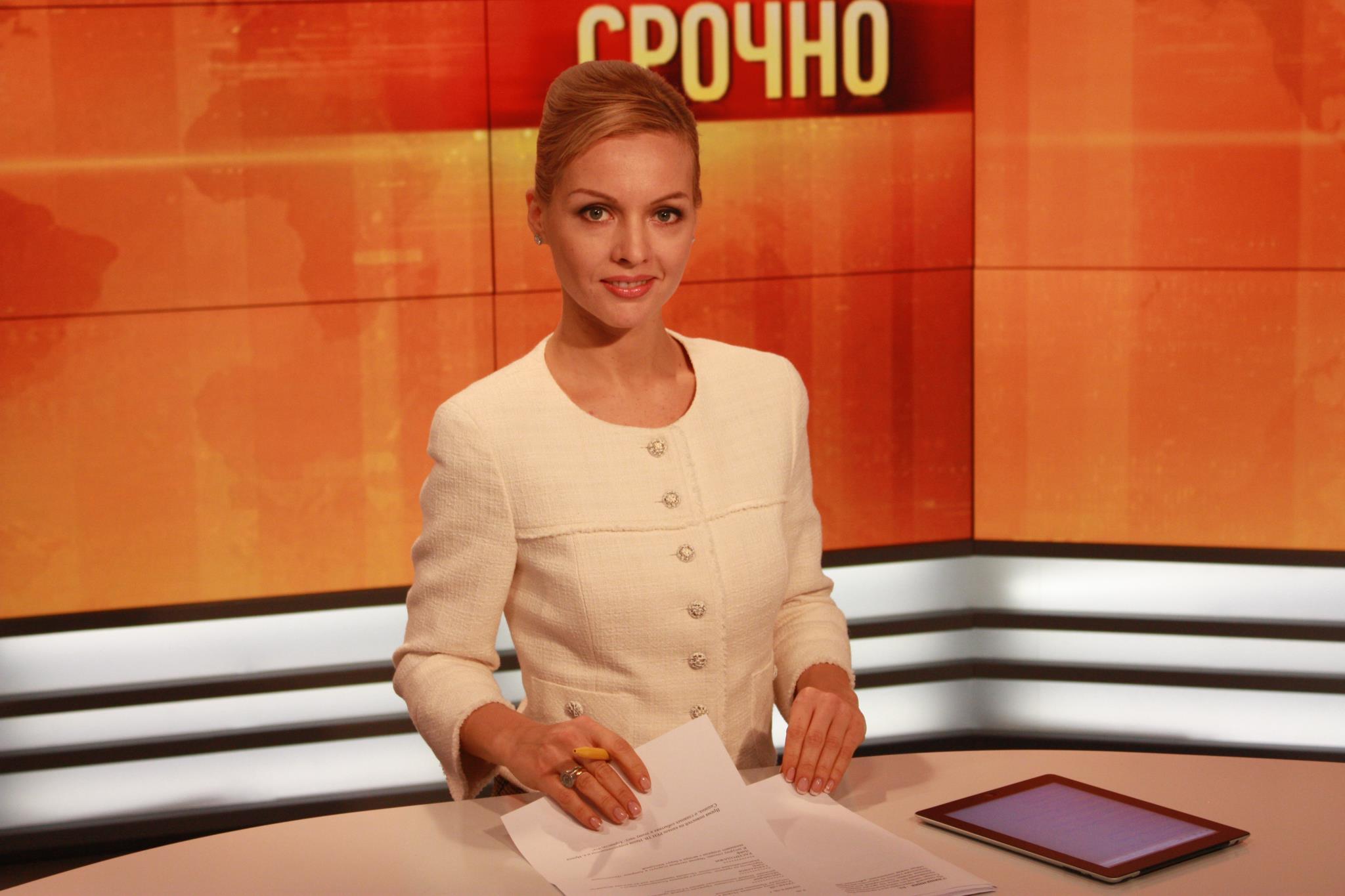 golie-foto-televedushih-programmi-vremya