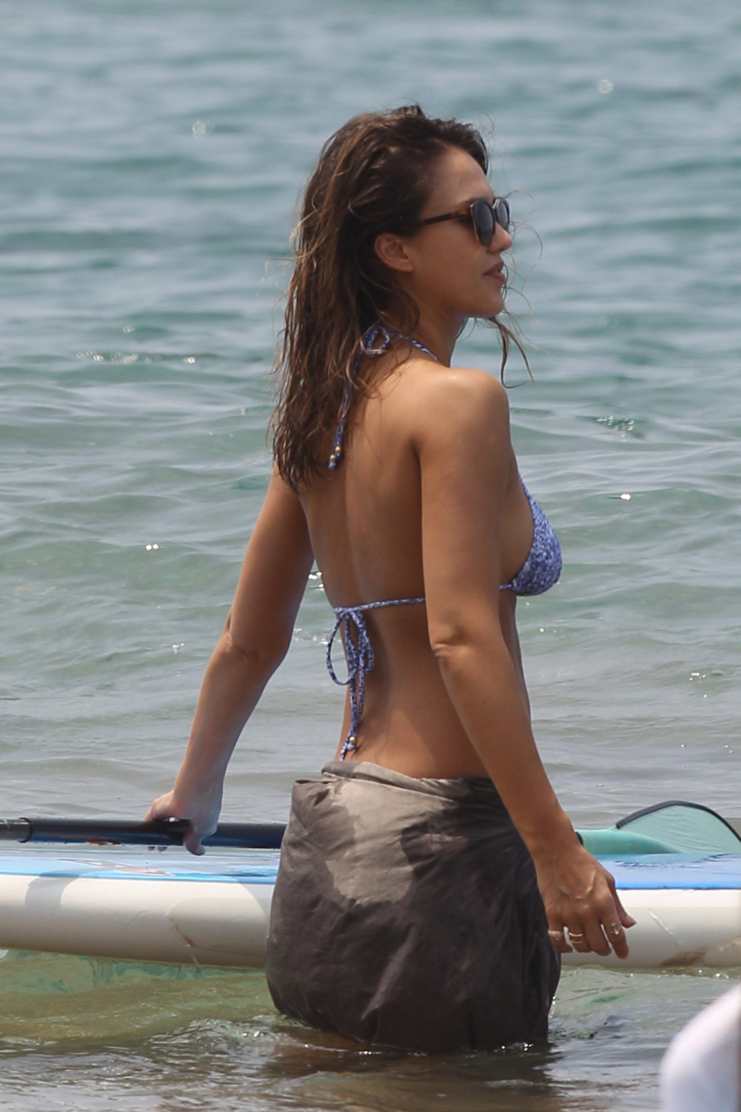 Jessica alba bikini photo gallery, nude chick bent over with pussy showing