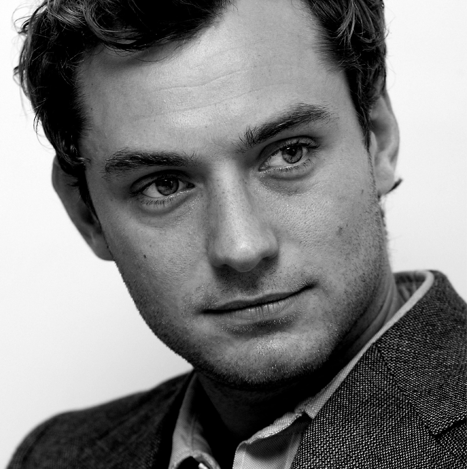 Jude Law photo 162 of ...