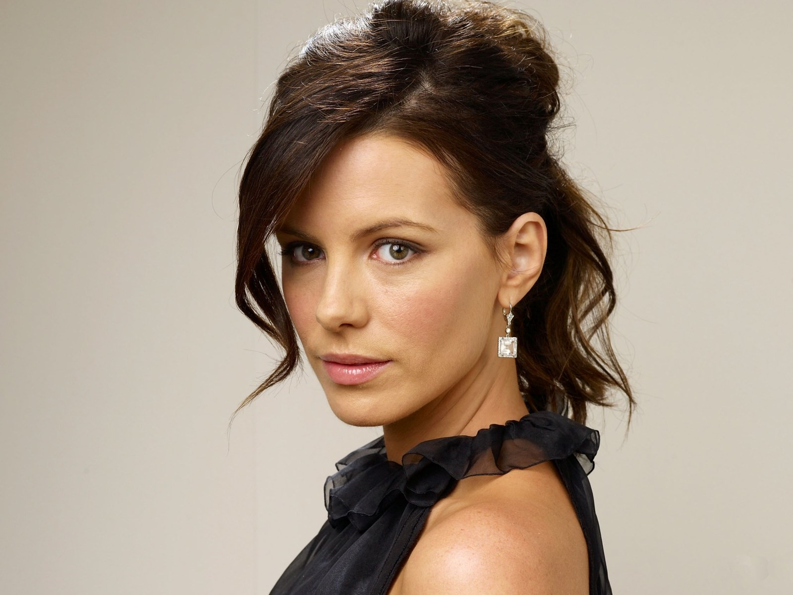 Kate Beckinsale Celebrity Profile Check out the latest Kate Beckinsale photo gallery biography pics pictures interviews news forums and blogs at Rotten Tomatoes!