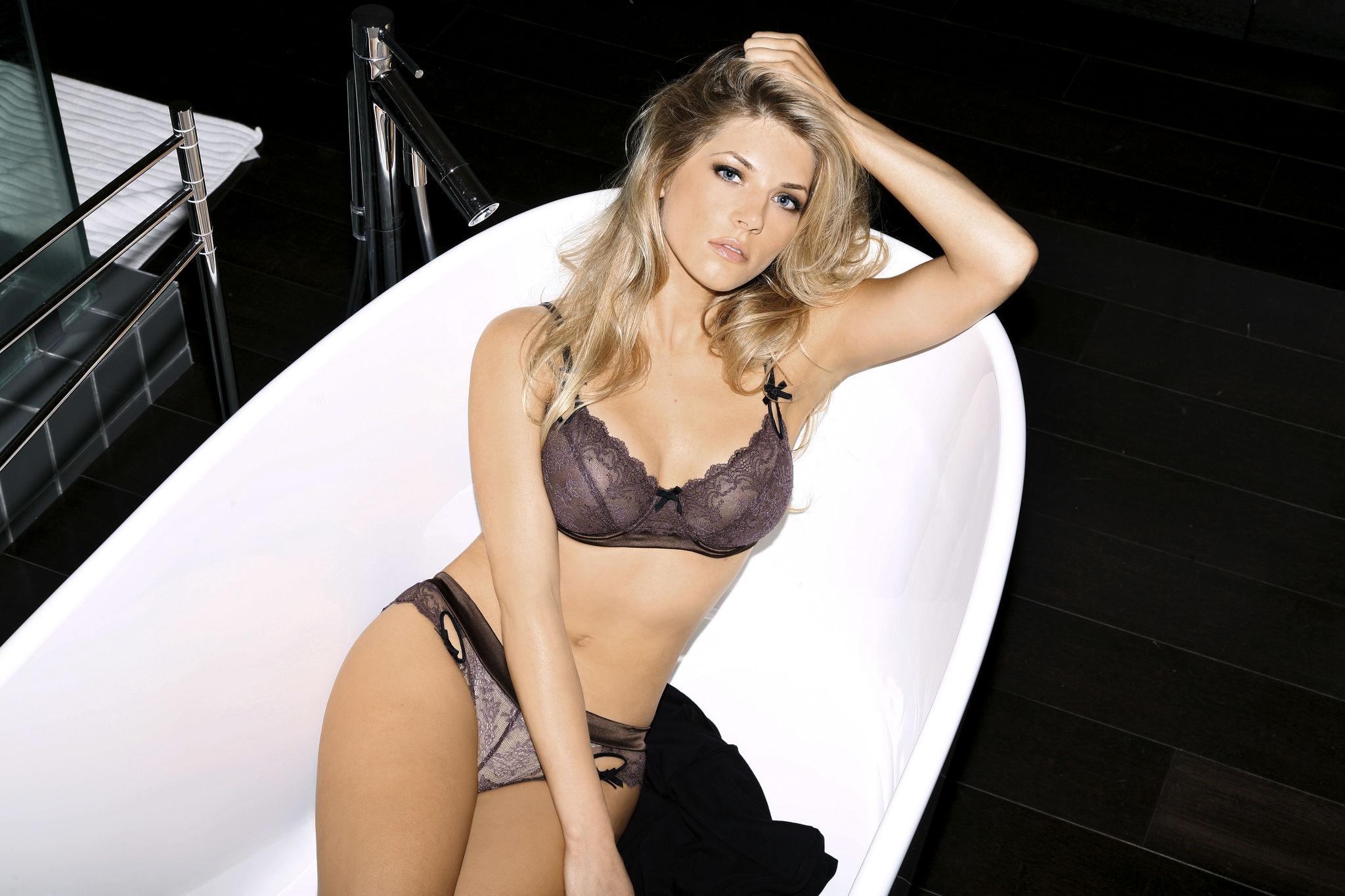 katheryn winnick topless