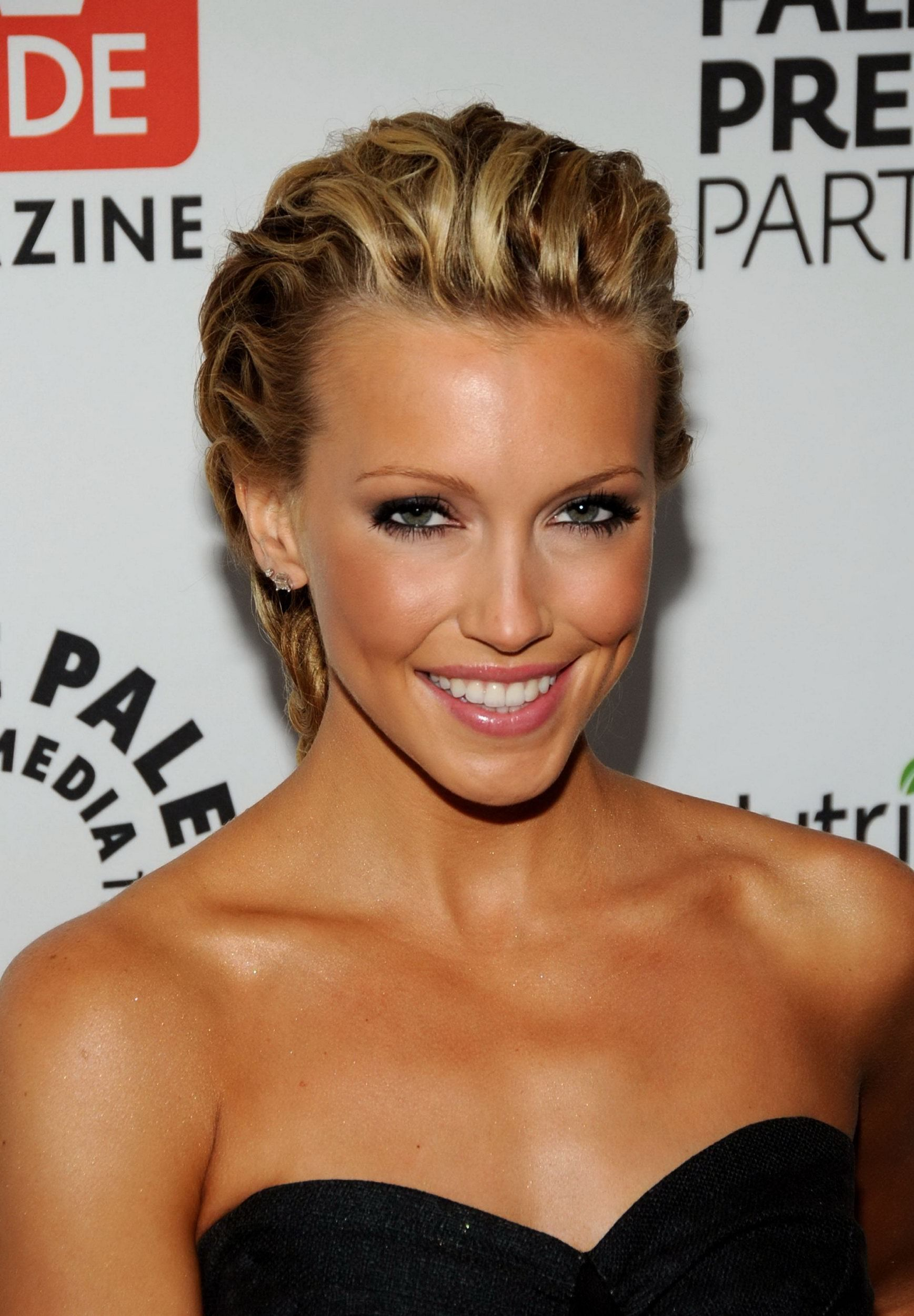 Katie Cassidy photo 10...