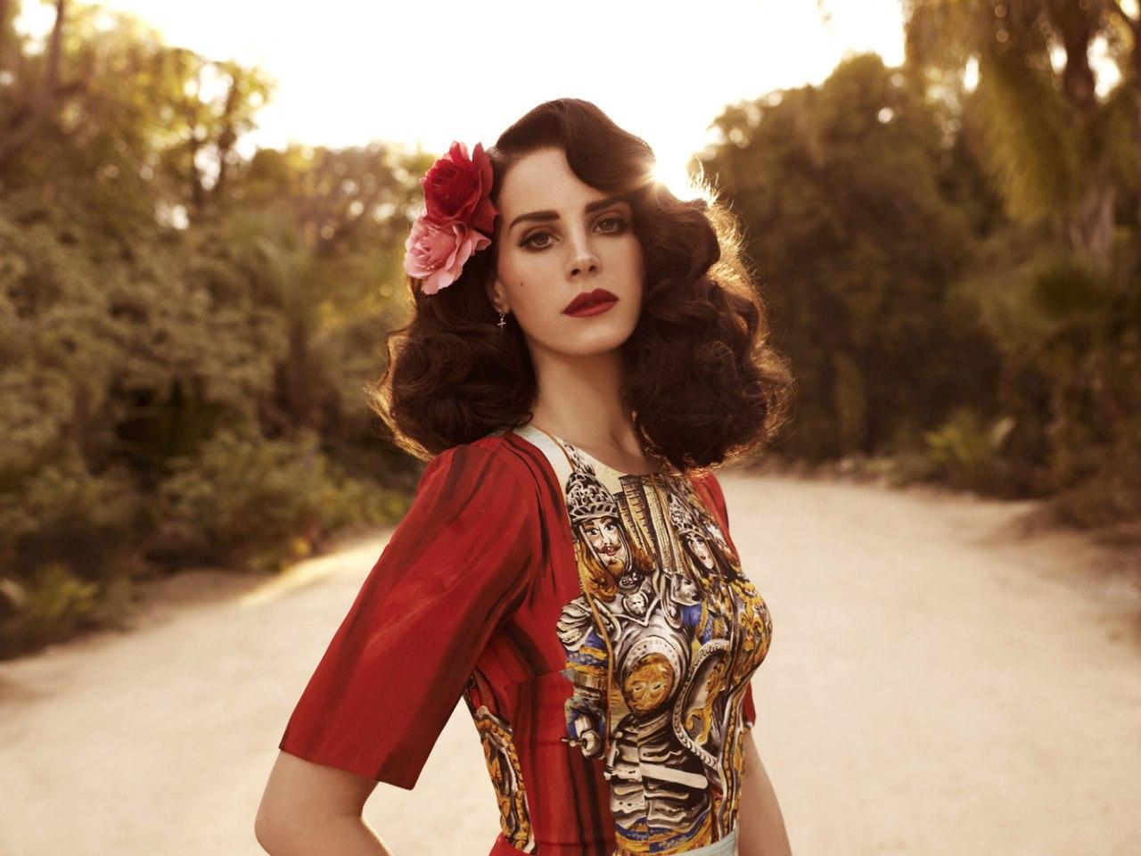 La chanteuse Lana Del Rey est dabord une autodidacte Elle a ensuite commencé à développer les techniques du chant et à apprendre la musique dans le chœur de