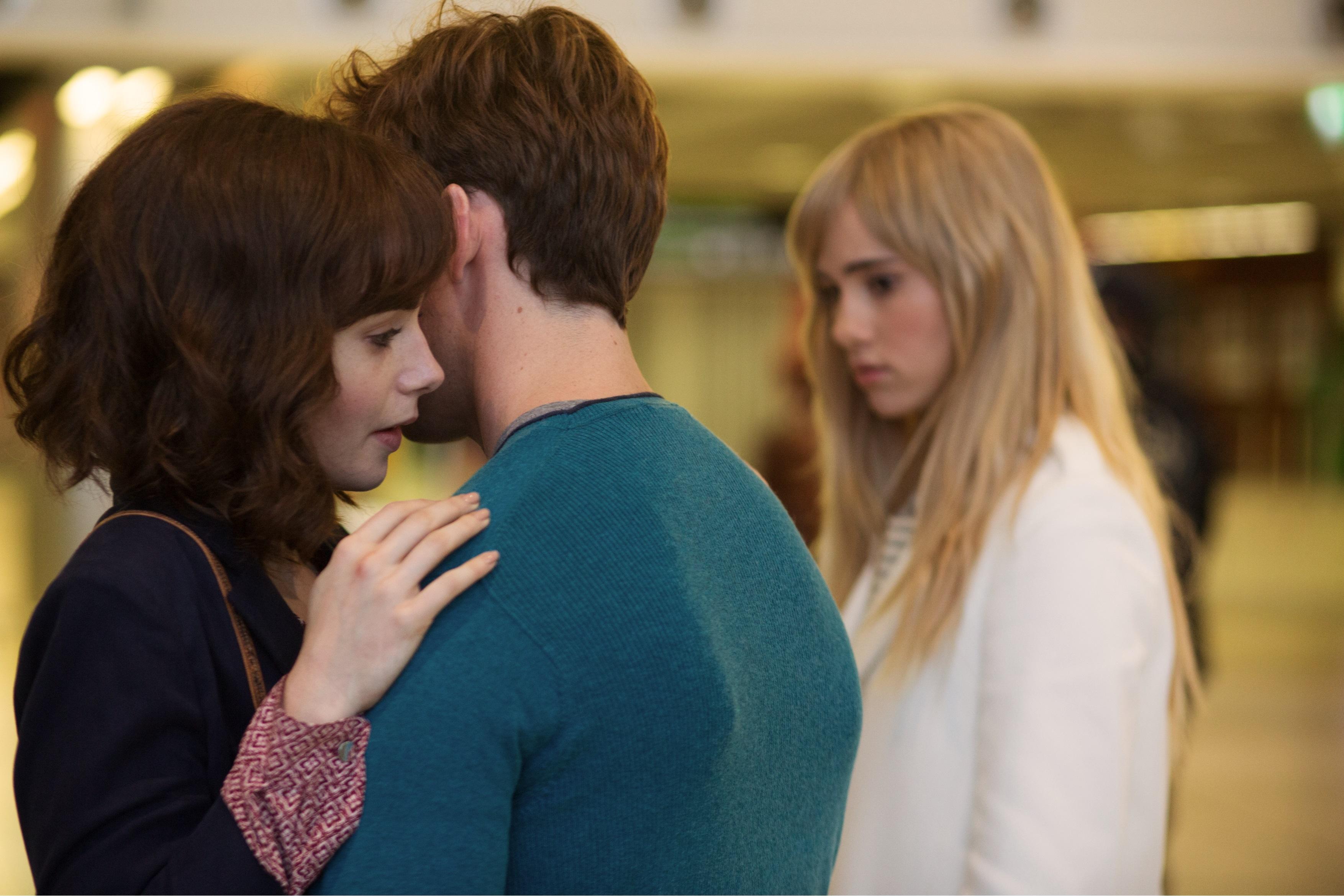 смотреть онлайн фильм два парня и девушка глаза