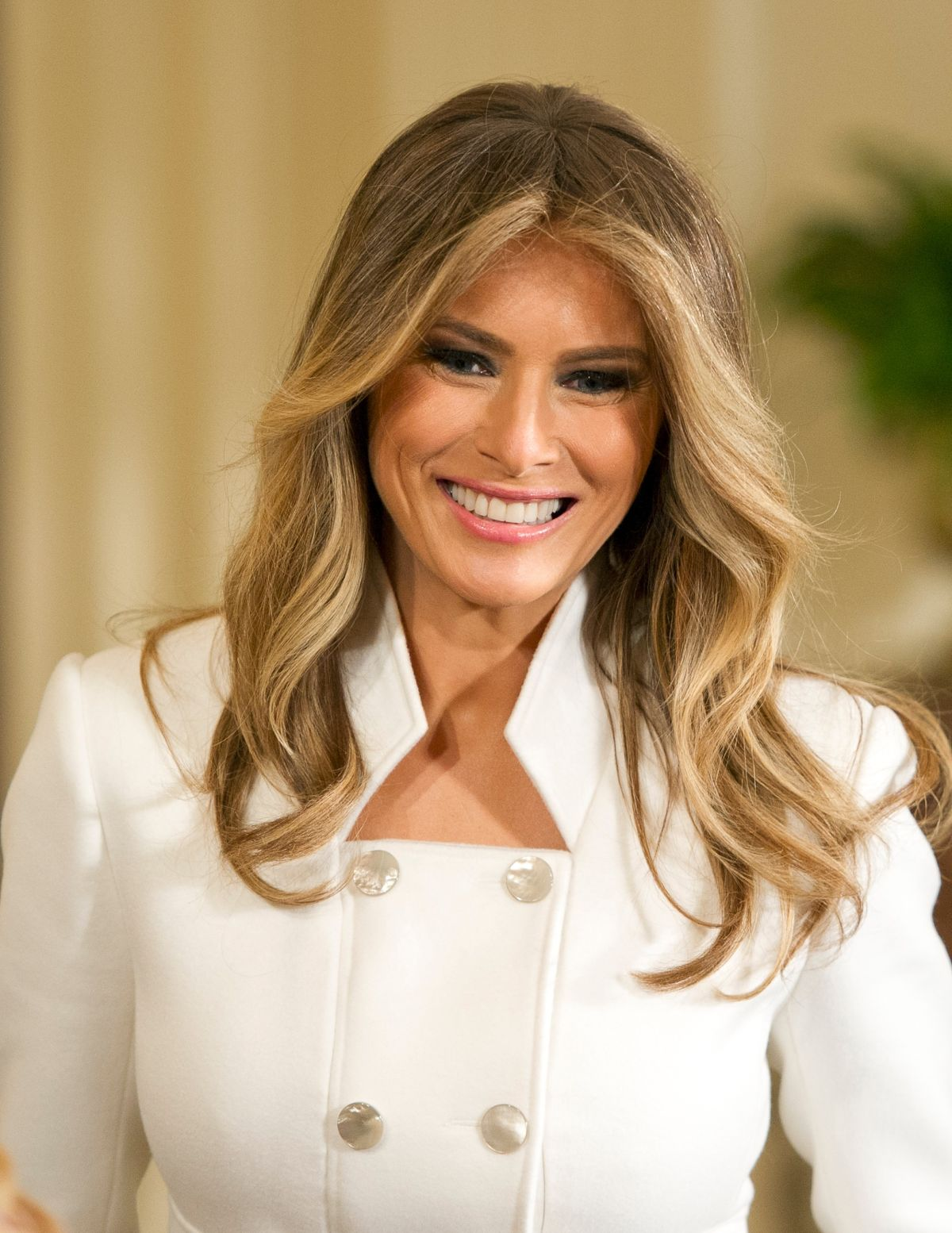 how to get melania trump haircut