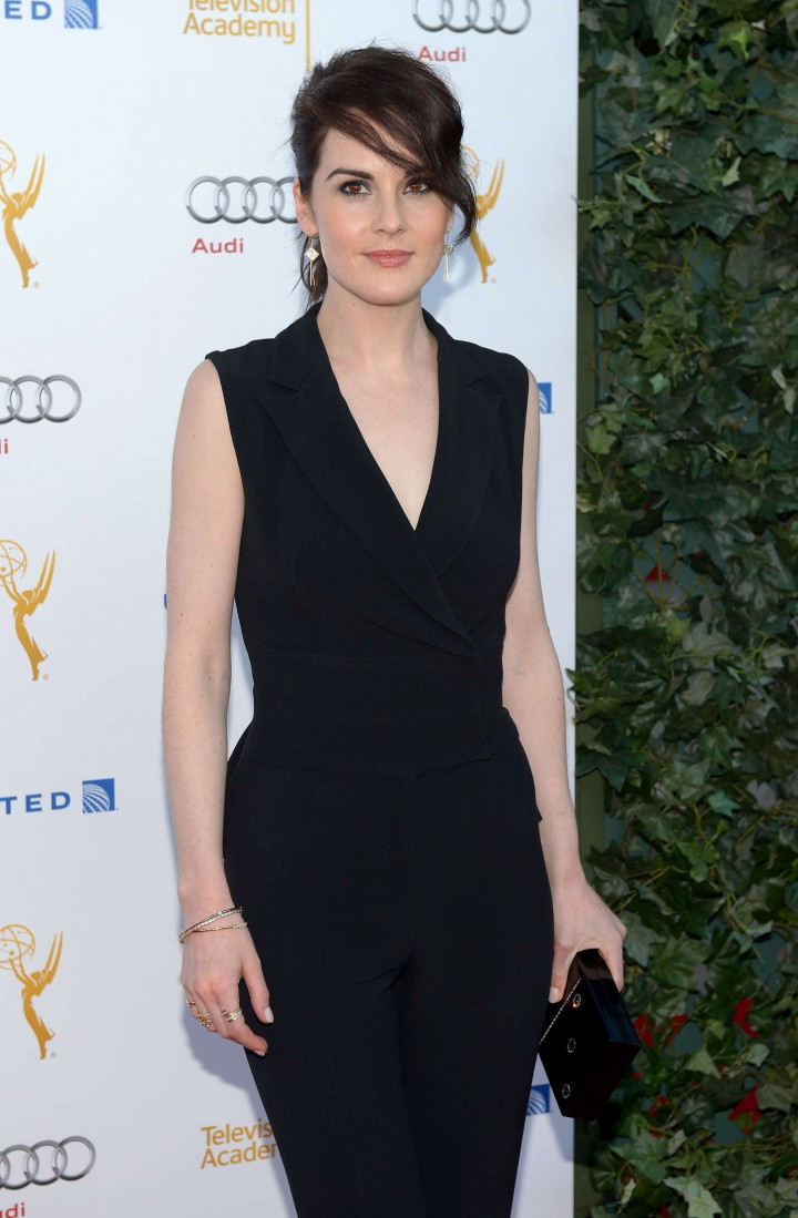http://www.theplace2.ru/archive/michelle_dockery/img/michelle_dockery_2014_emmy_awards_performers_nominee_reception_06_720x1099.jpg