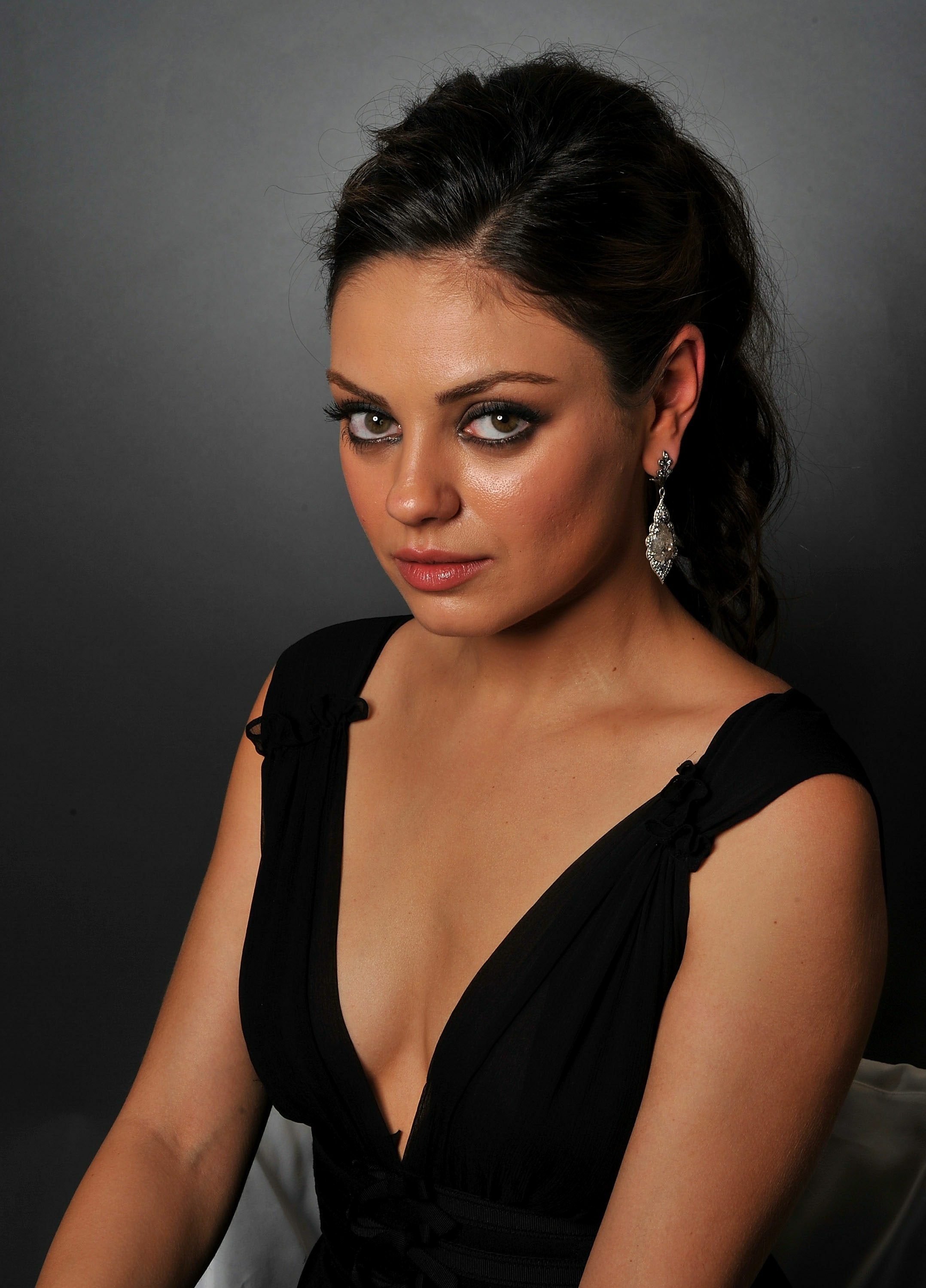 Mila Kunis Photo Gallery High Quality Pics Of Mila Kunis