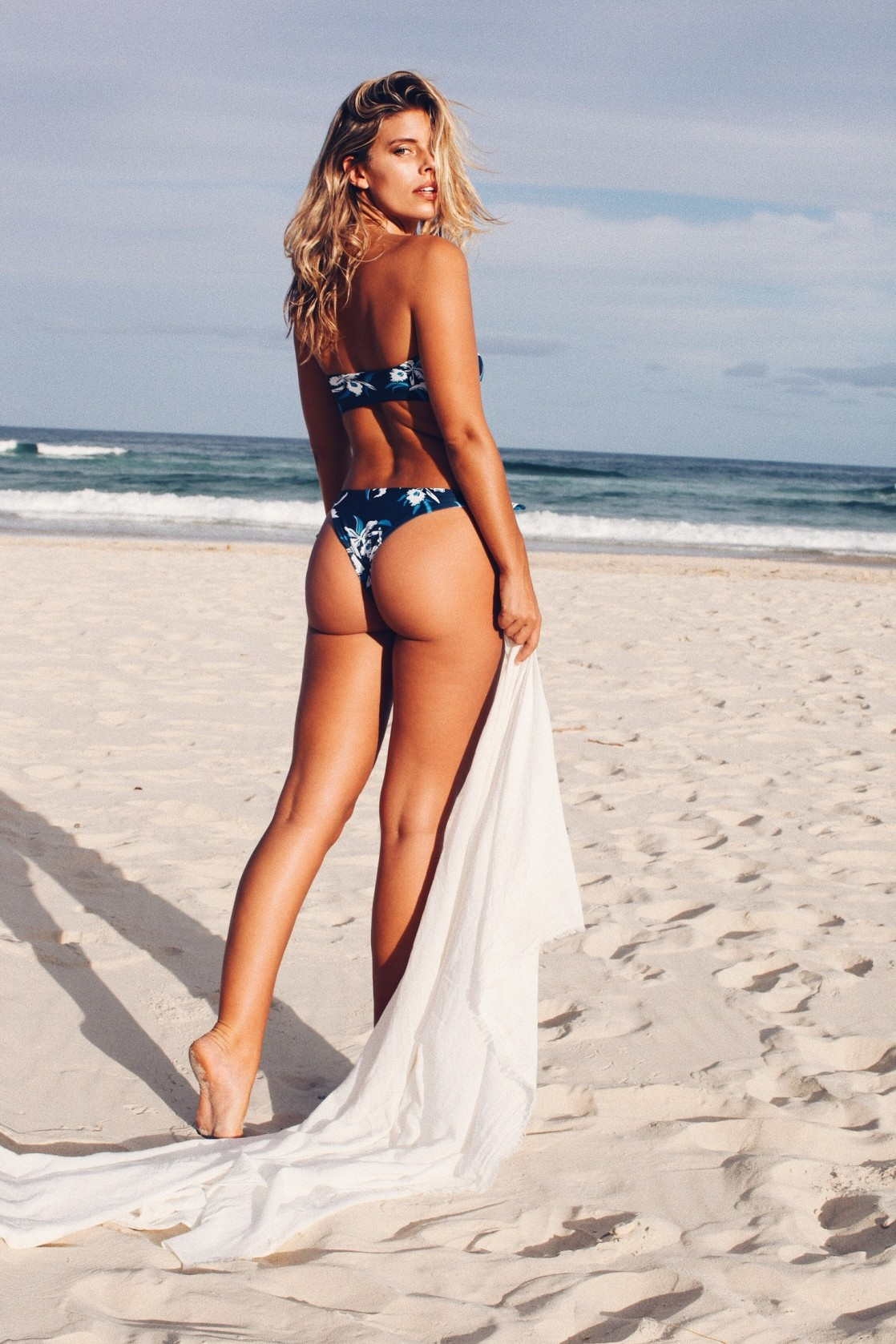 Natasha Oakley photos
