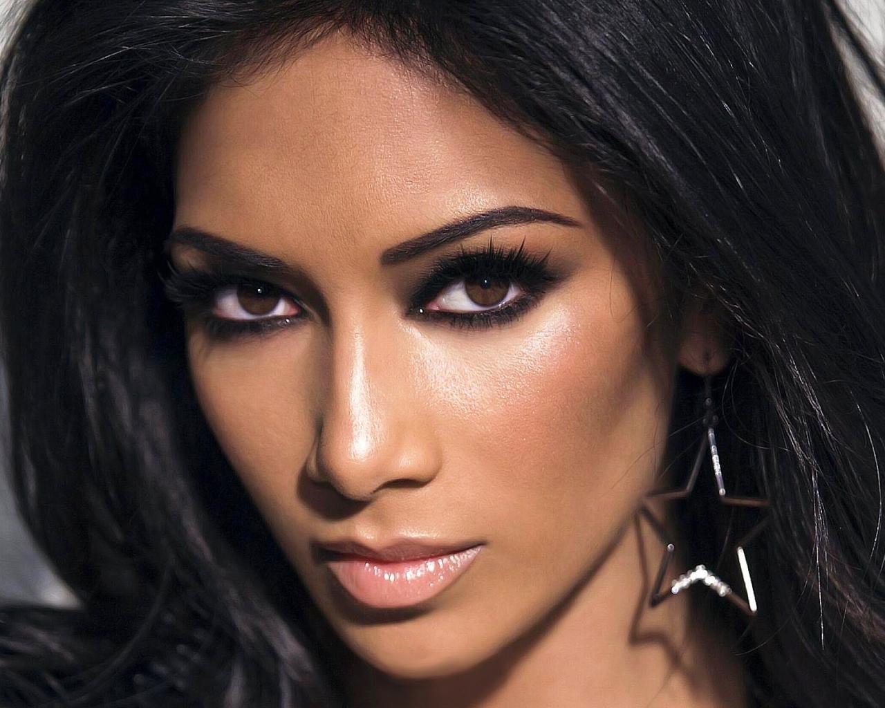 Фото крупным планом латиноамериканки, красотки с большими сиськами видео секс