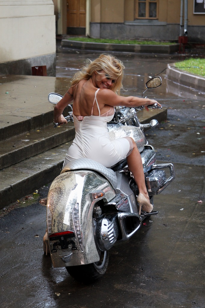 блондинки на мотоцикле фото