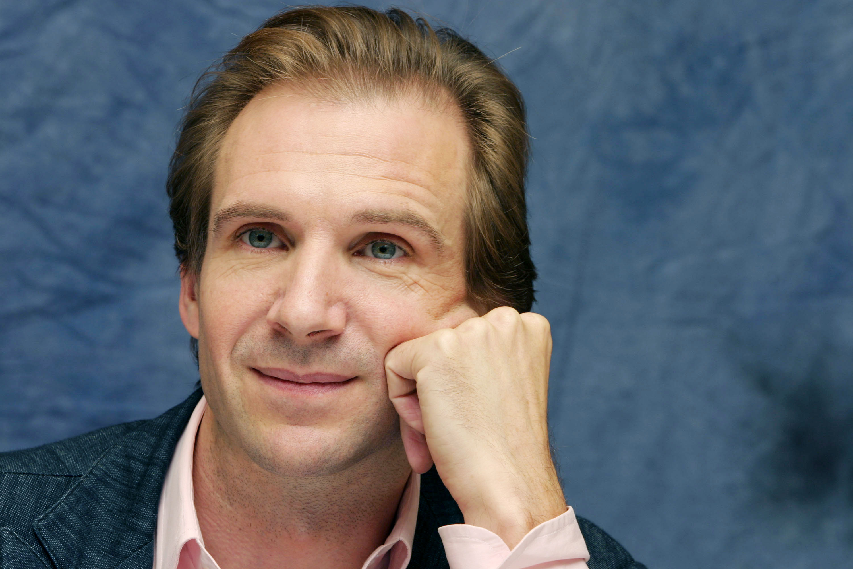 Ralph Fiennes photo 40...