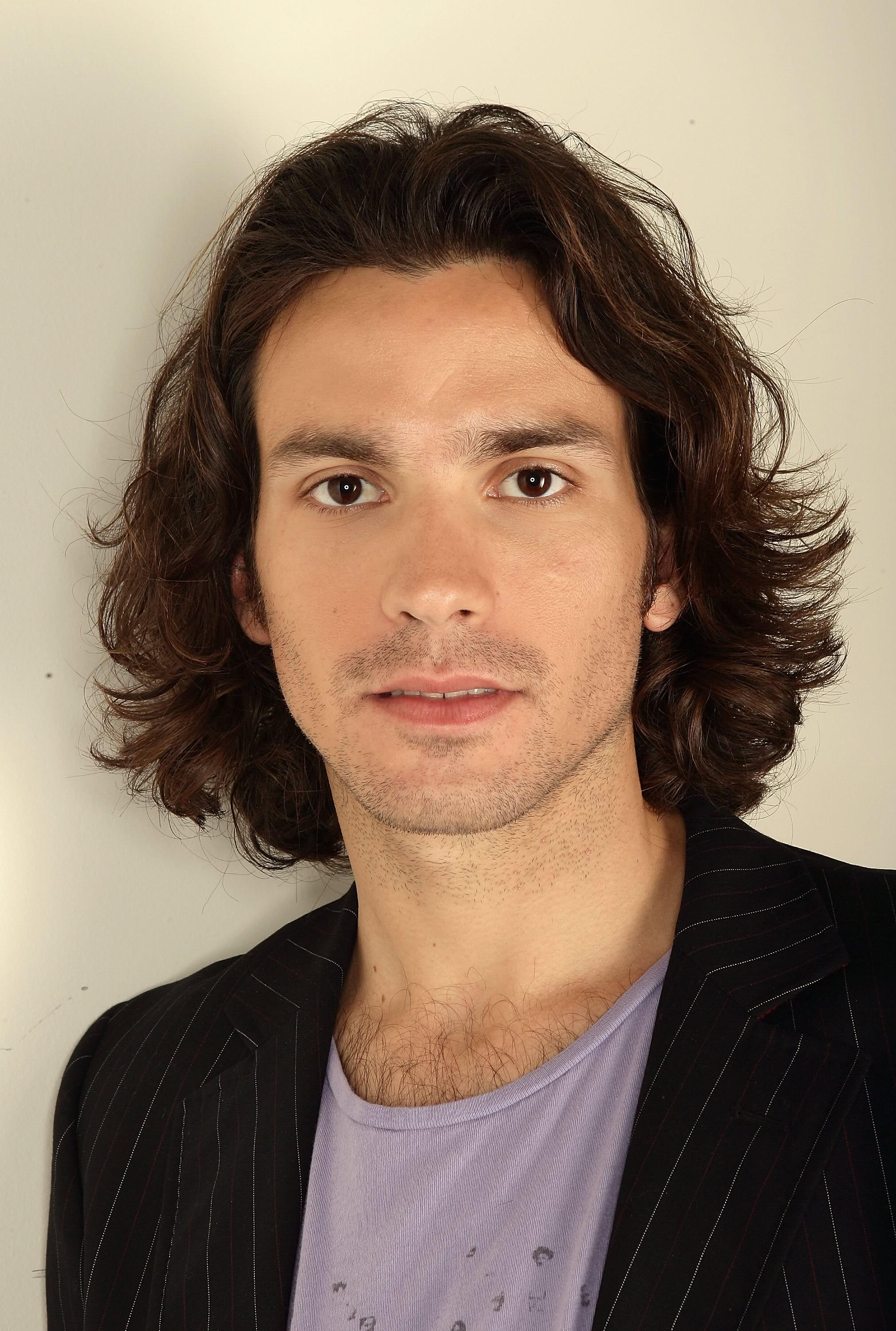santiago cabrera height
