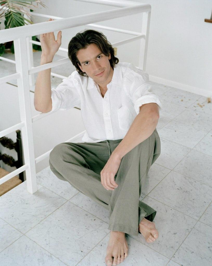 Barefoot celebrity photos
