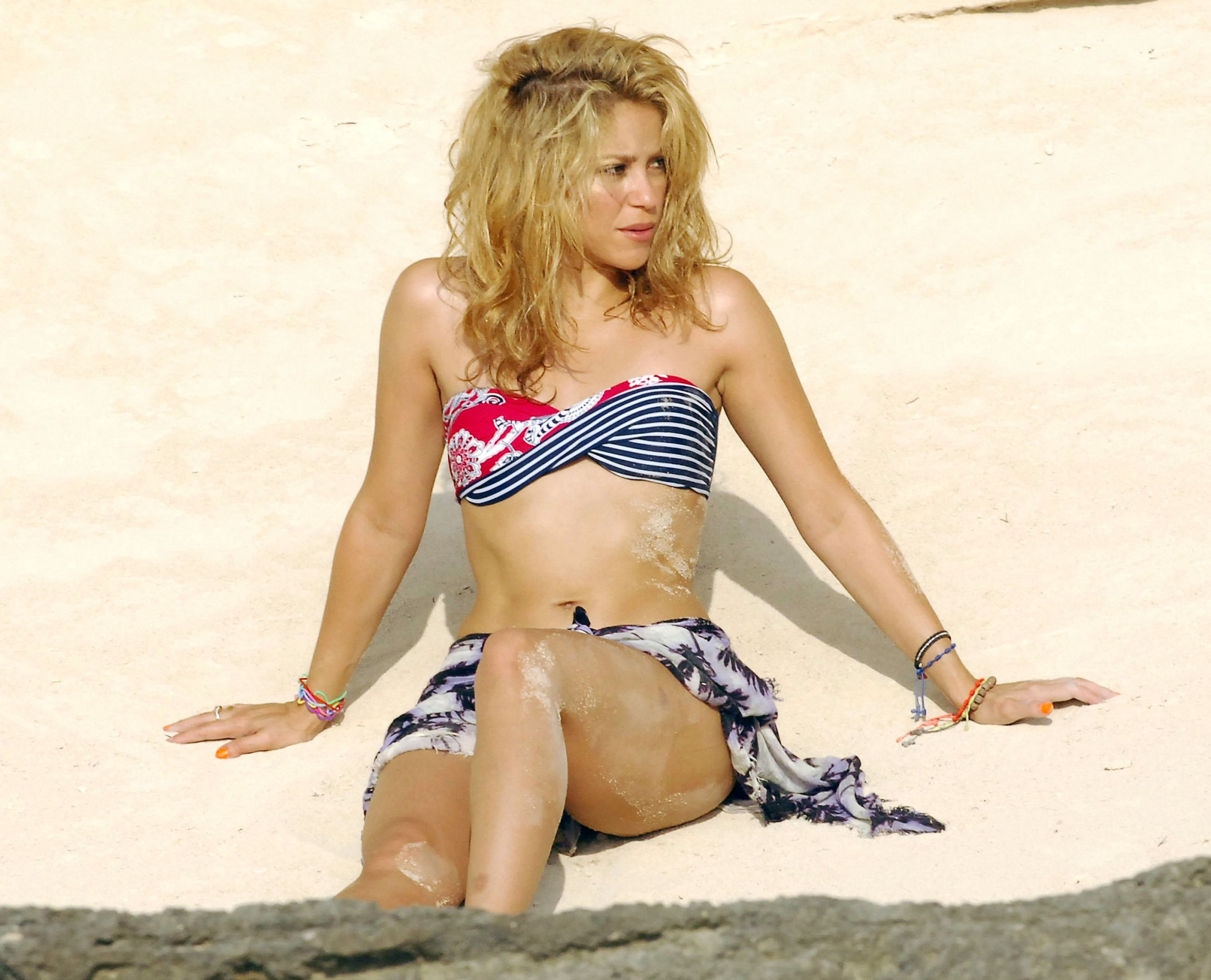 Shakira bikini wallpapers