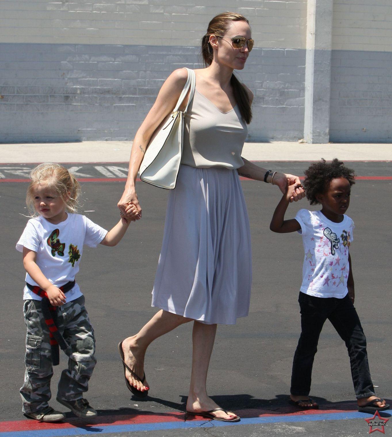 Shiloh Nouvel Jolie-Pitt photo 16 of 47 pics, wallpaper ... Angelina Jolie News