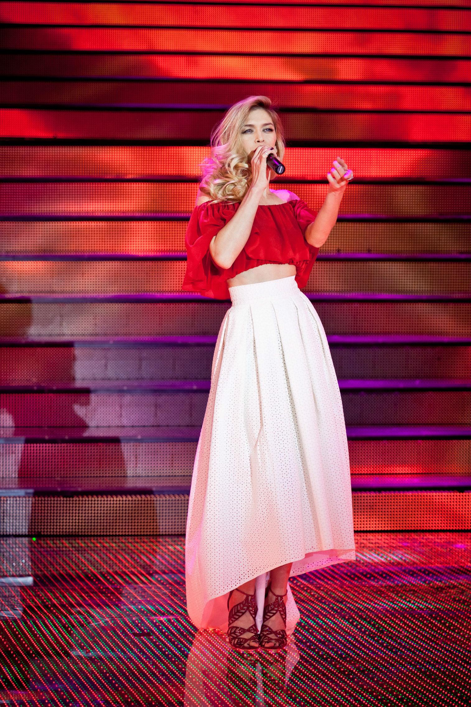 Голая Вера Брежнева в журналах XXL Maxim на сцене фото
