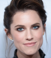 Allison Williams pic #1000310