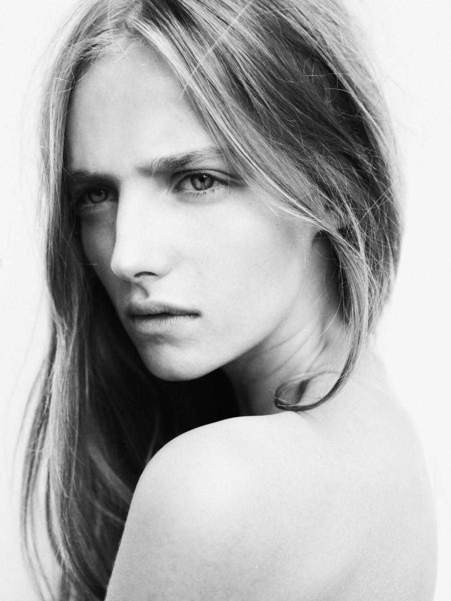 Amanda Norgaard Nude Photos 3