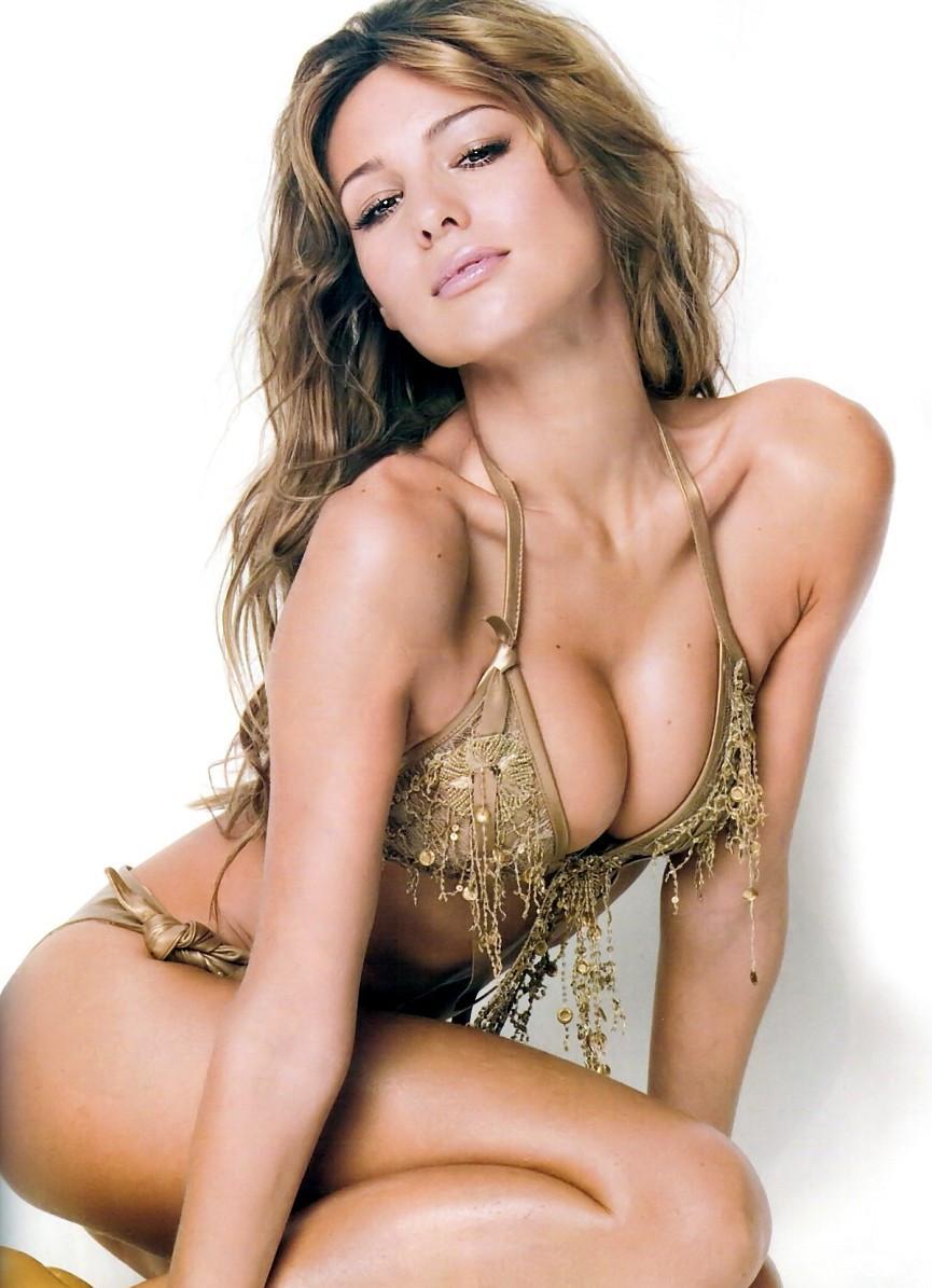 Carolina Ardohain Nude Photos 33