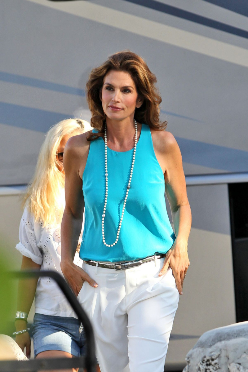 Cindy Crawford appeared in a commercial for the German tabloid newspaper Spar 05/26/2009 87