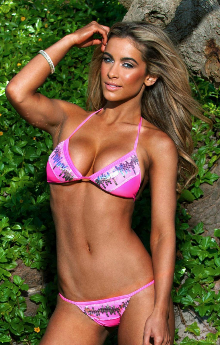Ellie Gonsalves: pic #817317