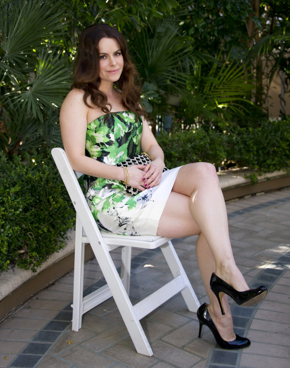Emily Hampshire: pic #934349