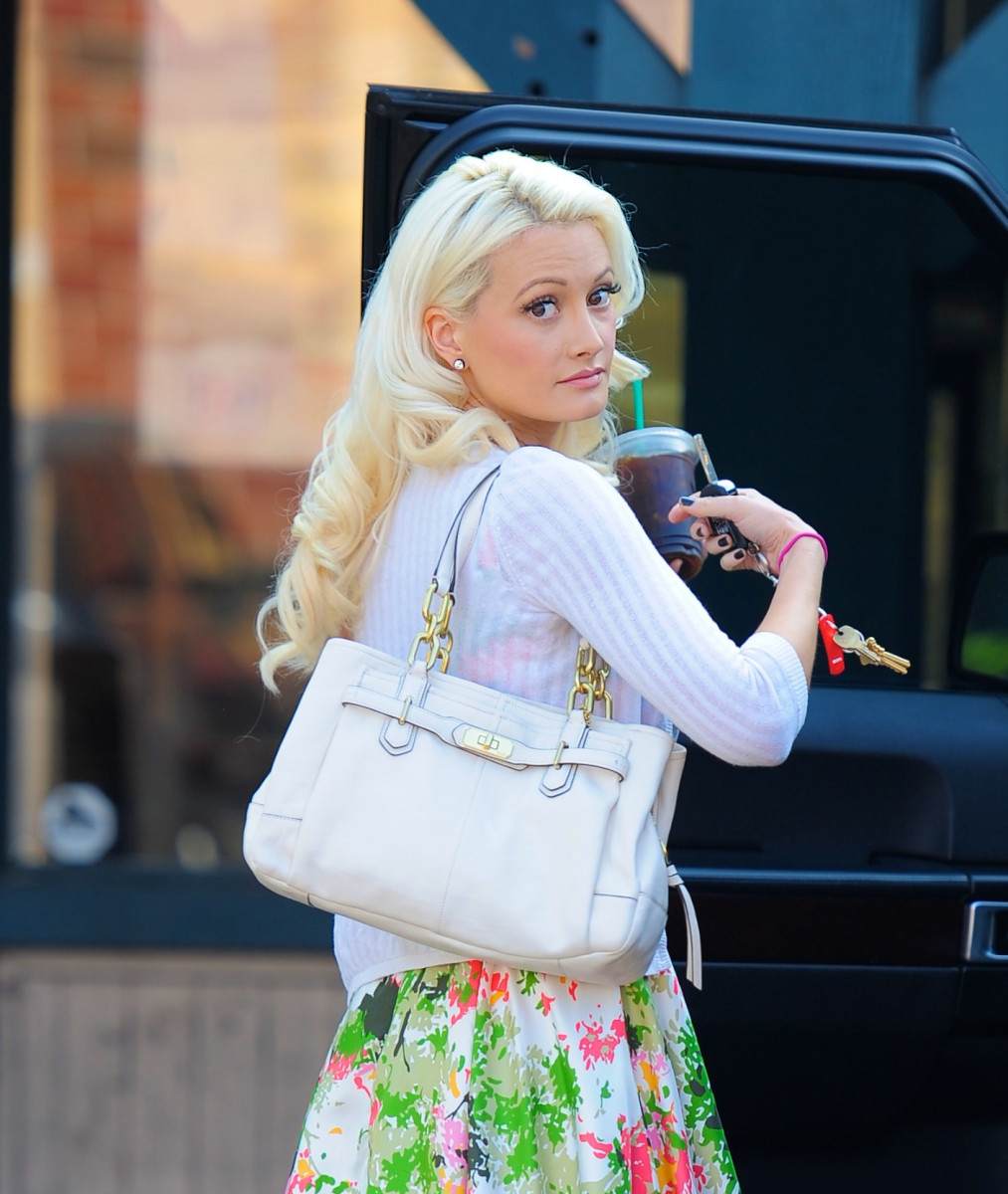 Holly Madison Photo 340 Of 390 Pics Wallpaper Photo 525221 Theplace2