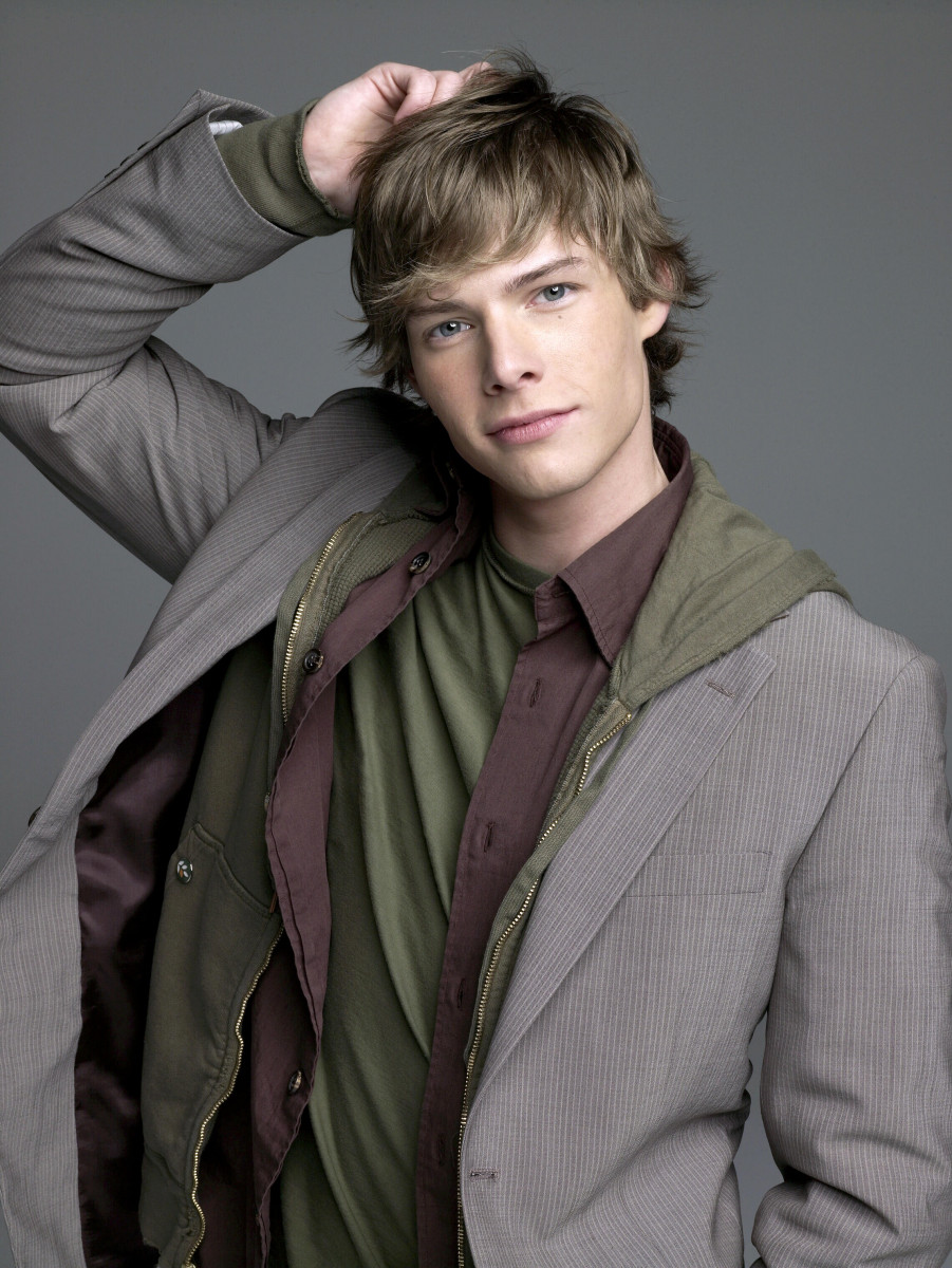 Hunter Parrish: pic #564363