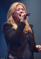 Kelly Clarkson pic #665930