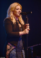 Kelly Clarkson pic #665937