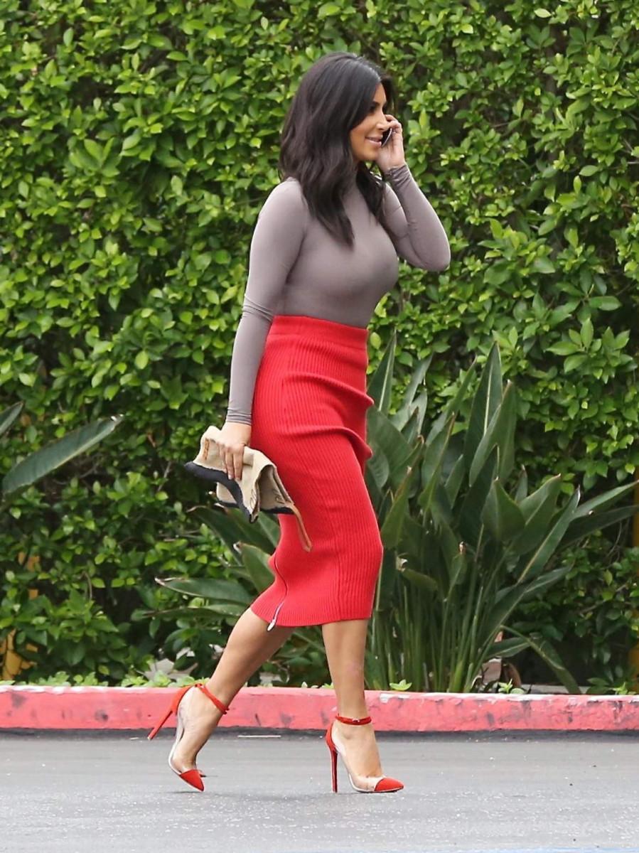 kim_kardashian_arriving_at_the_family_office_in_calabasas_october_202014_x30_19-gthumb-gwdata1200-ghdata1200-gfitdatamax.jpg
